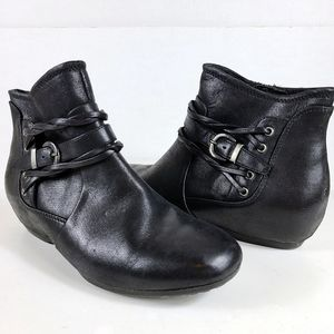 Bare Traps Ankle Boot Hidden Wedge Bootie Pepper Size 6 Black Buckle Trim